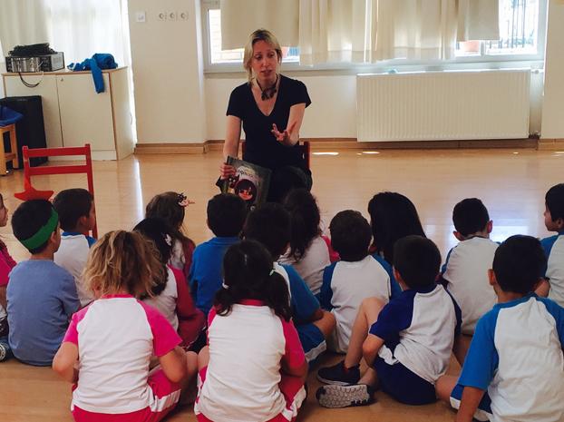 Η Μαρίνα Γιώτη στο Νηπιαγωγείο των εκπαιδευτηρίων Ζηρίδη.